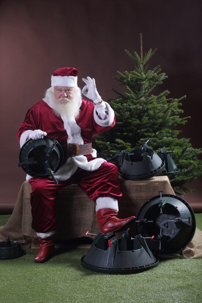 Cinco egļu statīvi un Ziemassvētku vecītis